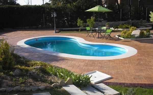 Piscium: piscinas de fibra y hormigón, equipamiento y productos