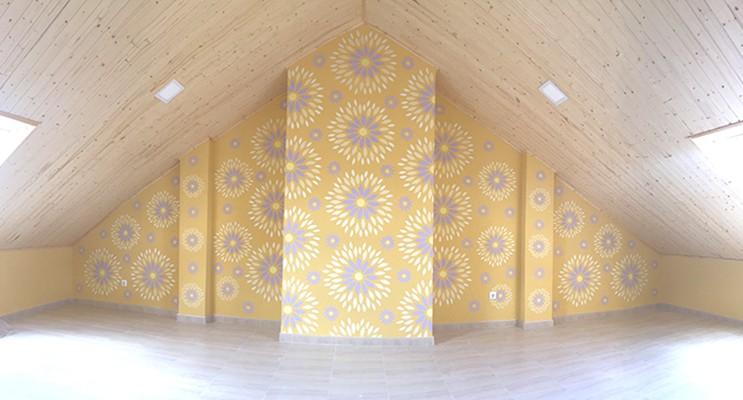 pared decorada con plantillas para pared